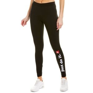 NIKE Tight Fit Sportswear Club Leggings